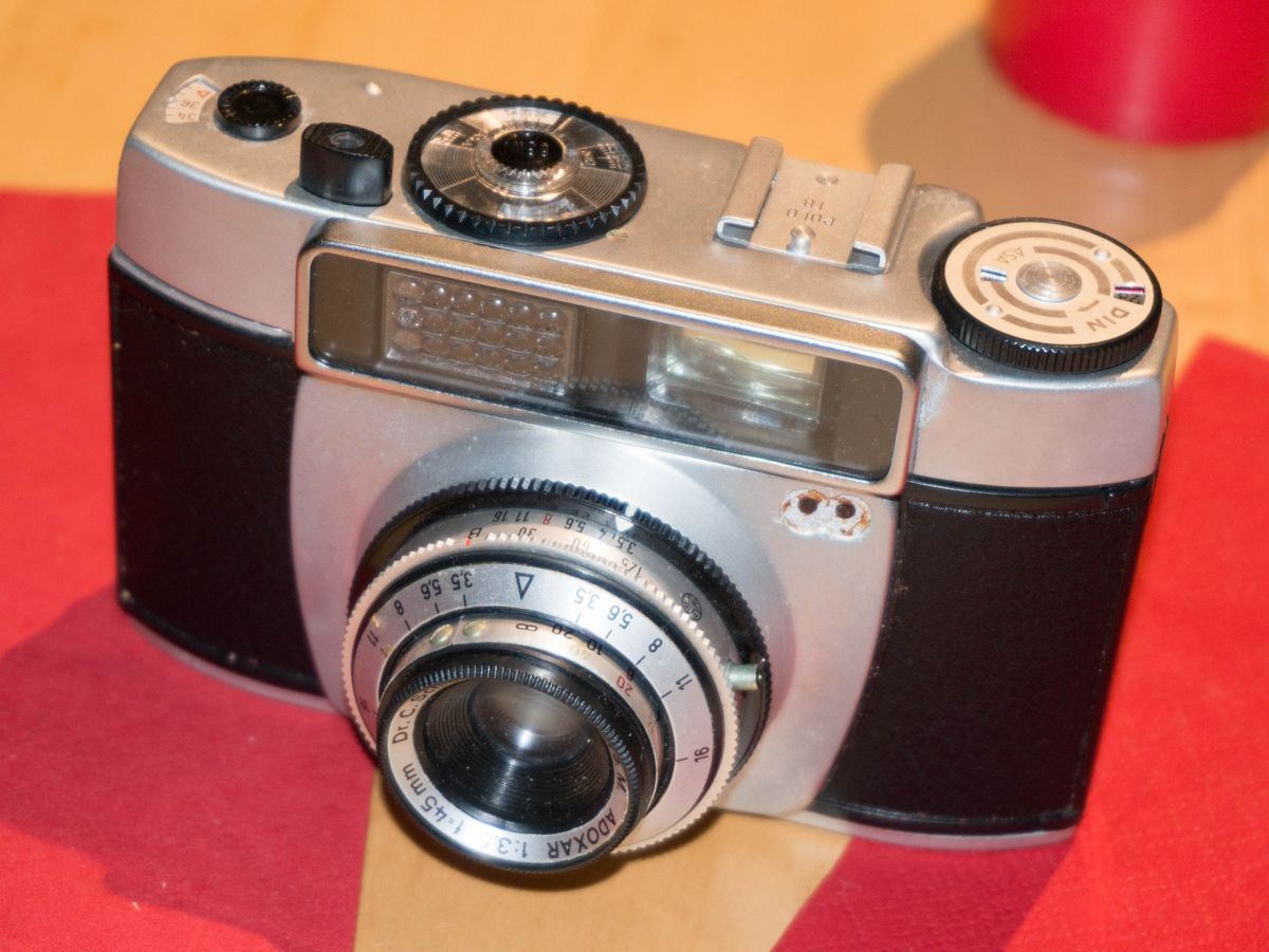Meine erste Kamera- eine ADOX Polo 1b.