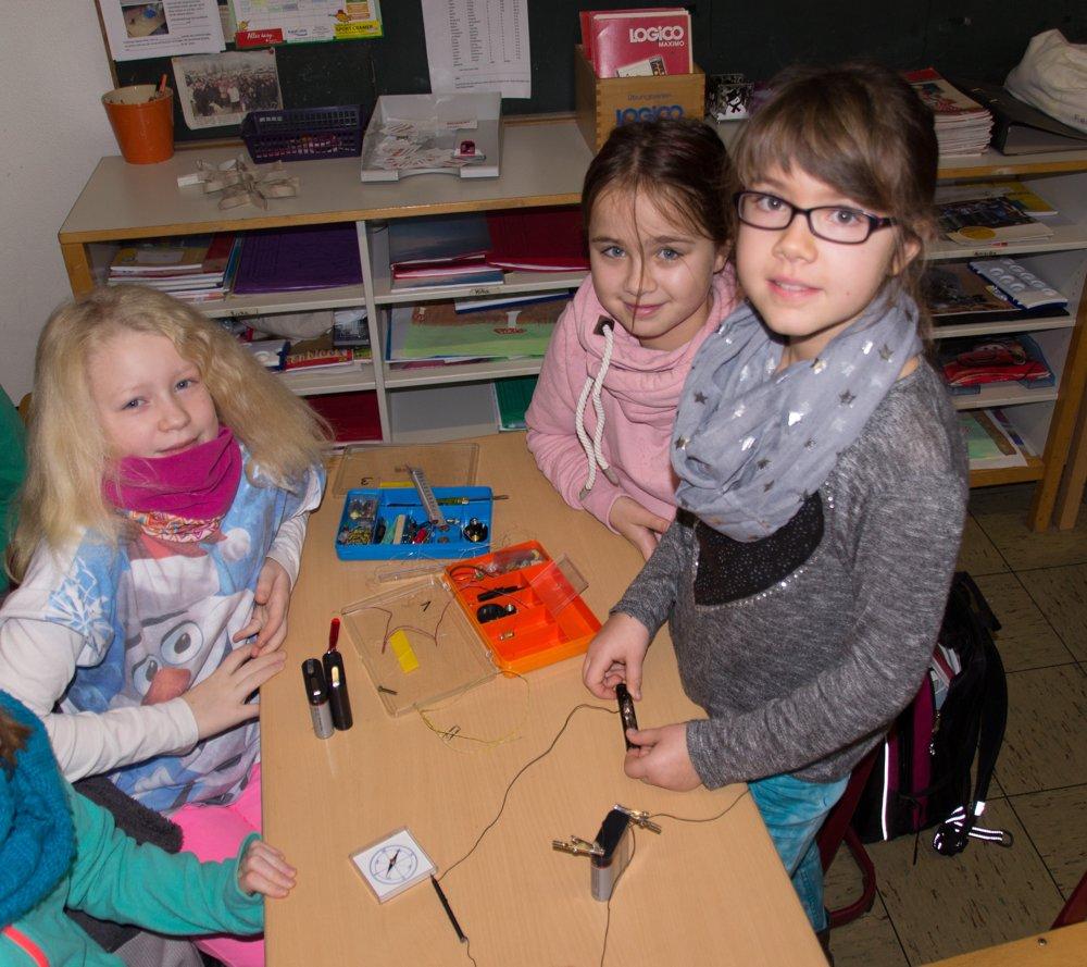 Josie, Jana und Jale beim Versuch